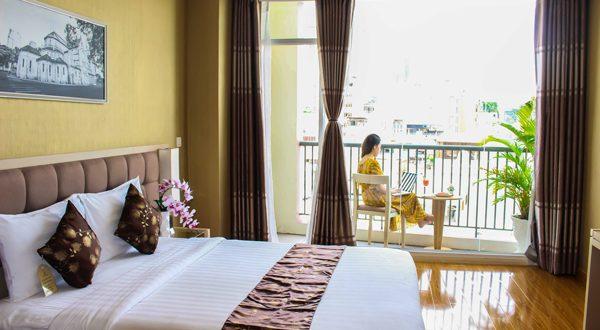 Premier Deluxe Room – GK CENTRAL HOTEL